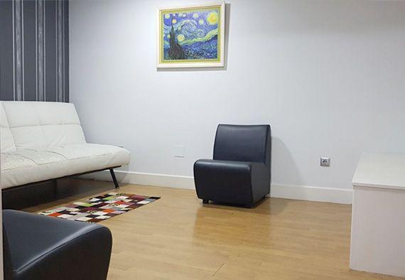 Sala de espera en Clínica fisioterapia Fisiocamargo Santander